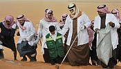 Prince Turki lends a hand in cleaning the environment
