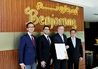 Benjarong receives a global award from Thai government