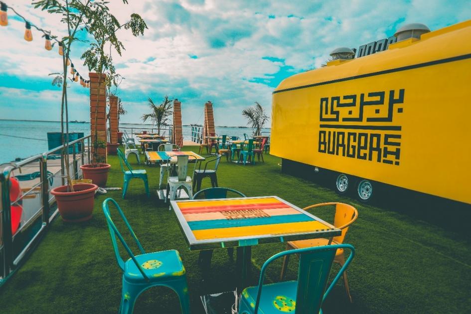 b199fe64d إطلاق أول مطعم عائم على شاطئ البطين في ابوظبي