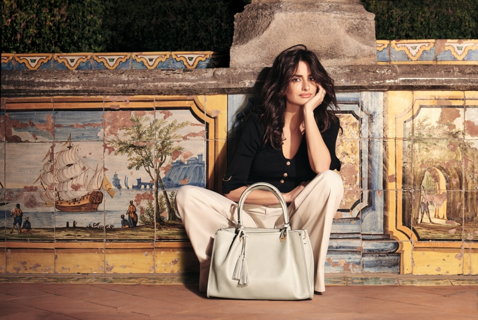 6cb12c56bc CARPISA PRESENTS THE IMAGES OF THE NEW CAMPAIGN WITH PENELOPE CRUZ ...